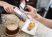 Customer Paying Through Mobilephone Over Electronic Reader At Ca — Stock Photo