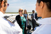 Business Colleagues Greeting Airhostess And Pilot At Terminal — Stock Photo
