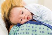 Cute Babygirl Resting On Mother's Shoulder In Hospital — Foto de Stock