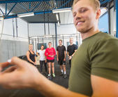 Instructor Training Athletes At Gym — Stock Photo