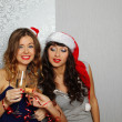 Girlfriends at christmas party — 图库照片