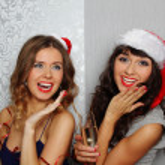 在圣诞晚会上的女朋友 — 图库照片