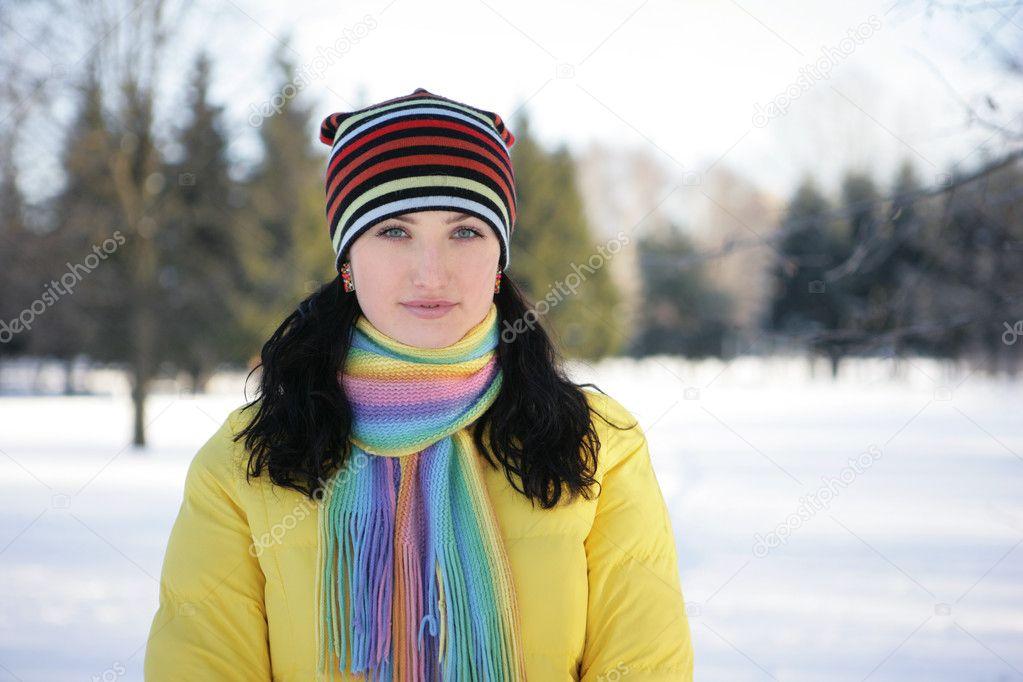在雪中的女人 — 图库照片
