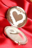 Frosty heart on the mirror — Stockfoto