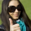 Beautiful girl in a park smiling. Thumb — Stock Photo #2903878