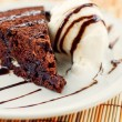 Fudge cake with vanilla ice cream  — Lizenzfreies Foto