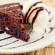 Fudge cake with vanilla ice cream — ストック写真