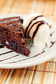 Fudge cake with vanilla ice cream — Stock Photo