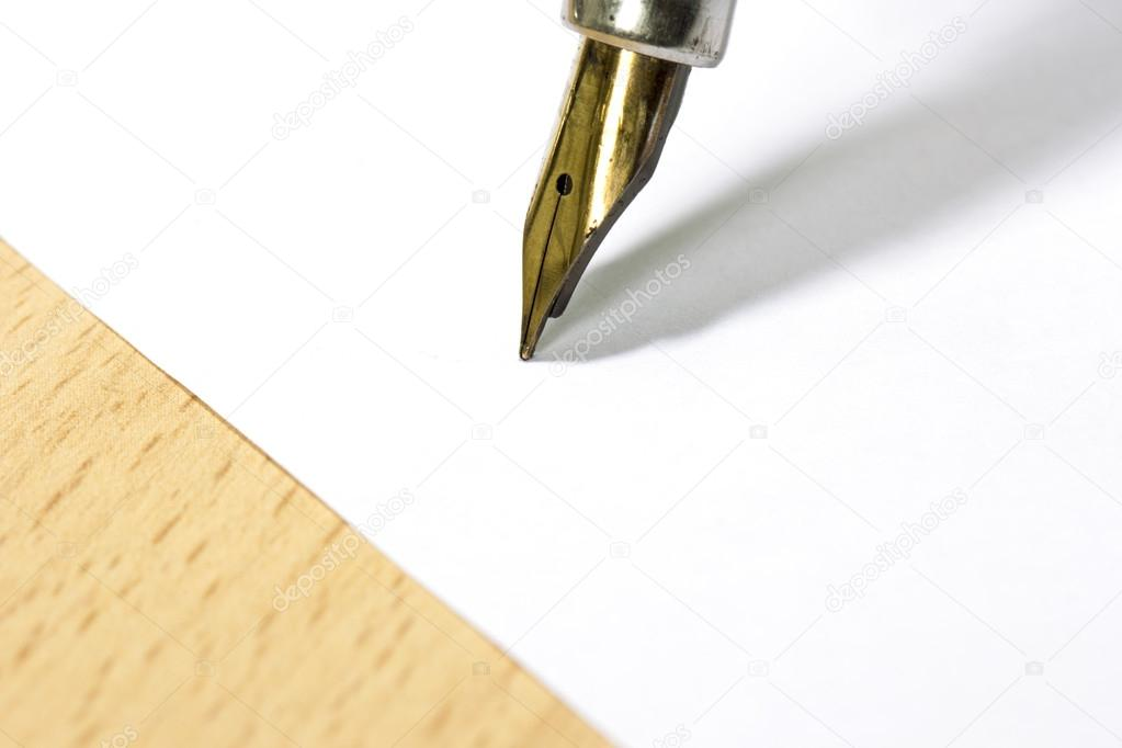 A sheet of white paper and fountain pen with gold nib at the work desk — Stock Photo #14061025