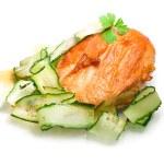 Rostad kyckling med grönsaker på en vit — Stockfoto