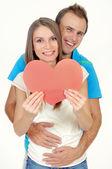 几个爱微笑着握着红色的心 — 图库照片
