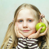 Smiling child and apple — Stock Photo