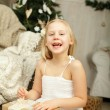 Laughing girl with Christmas gift — Stockfoto