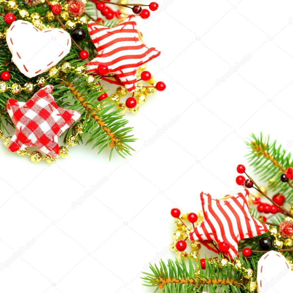 与常绿绿色冷杉的树枝和背景上的手工制作装饰品圣诞边界— photo by