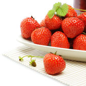 Strawberry on plate, summer food background — Stock Photo