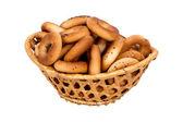 Cesta con pan seco-anillo — Foto de Stock