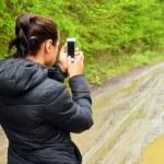 mujer con celular — Foto de Stock   #45009017