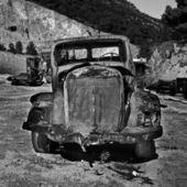 Rusty abandoned car — Stock Photo