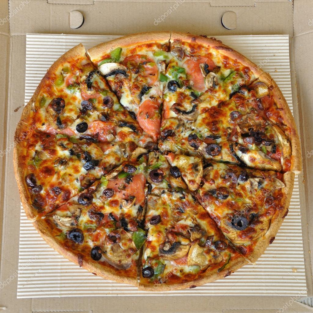 Pizza with pepperoni, mushrooms, pepper, and olives. Italian fast food background. — Stock Photo #13749413