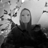 Masked figure broken mirror — Stock Photo