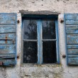 Window shutter chipped paint — Stockfoto