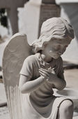 Praying angel statue — Stock Photo