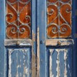 Wooden door vintage metal frame — Stock fotografie