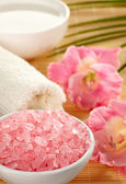 Bowl of pink bath salts — Stock Photo