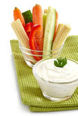 Fresh vegetables and garlic dip — Stock Photo