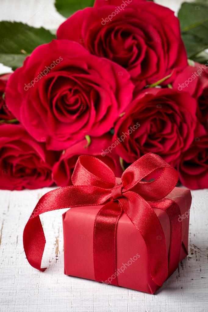 Получить цветы в подарок сонник