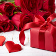 Gift box and roses — Stock Photo