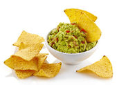 Guacamole dip and nachos — Stock Photo