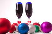 Becher, Wein, Spirituosen für Weihnachten Valentinstag — Stockfoto