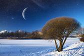 Rzeka zimą w nocy. elementy tego obrazu, dostarczone przez nasa — Zdjęcie stockowe