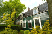 Rural dutch scenery of small old houses and canal in Zaanse, Net — Stock Photo