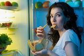 Frigo avec de la nourriture — Photo