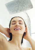 Duşta kız — Stok fotoğraf