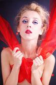 Hermosa mujer rubia rizada con cintas rojas — Foto de Stock