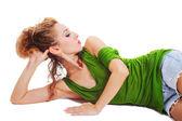 Jonge mooie vrouw op de vloer liggen — Stockfoto