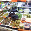 Olives in a market, in La Boqueria - Stockfoto