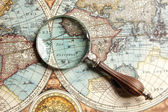 Magnifying glass and map — Stockfoto