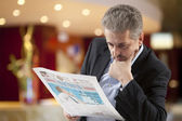 Business man reading a newspape — Stock fotografie