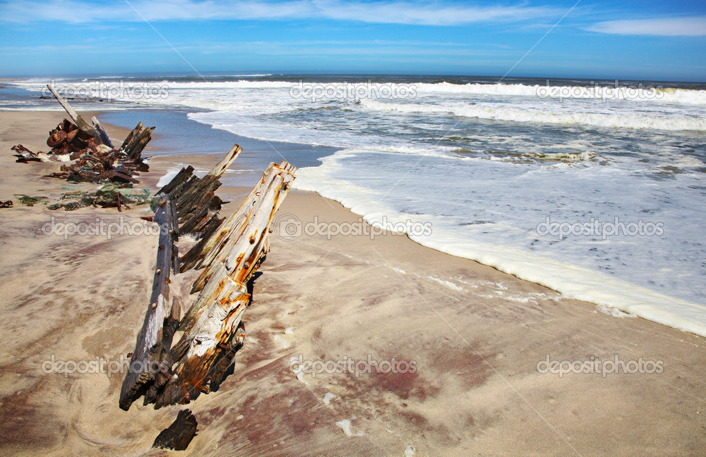 Ship remains, Skeleton Coast, Namibia — Stock Photo #12452771