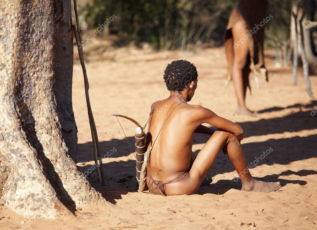 Bushman hunter, Kalahari Desert, Namibia — Stock Photo #12892545