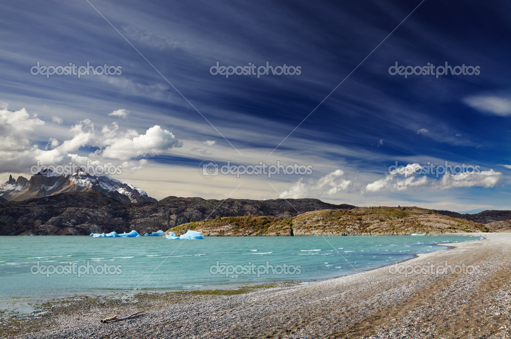 Torres del Paine National Park, Lake Grey, Patagonia, Chile — Stock Photo #13596532