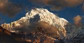 ネパールの山アンナプルナ — ストック写真