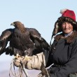 Old-man eaglehunter with golden eagle — Stock Photo