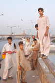 KARACHI, PAKISTAN - NOV 14: Boys on the Netty Jetty Bridge sell offal for kite feeding on november 14, 2006 in Karachi, Pakistan. Kite feeding is favorite fun of local people — Stock Photo