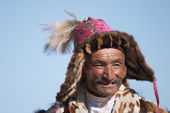 Elderly kazakh man in traditional clothes — Stock Photo