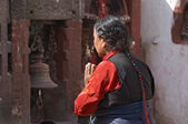 Praying woman in buddhist temple — Stock Photo